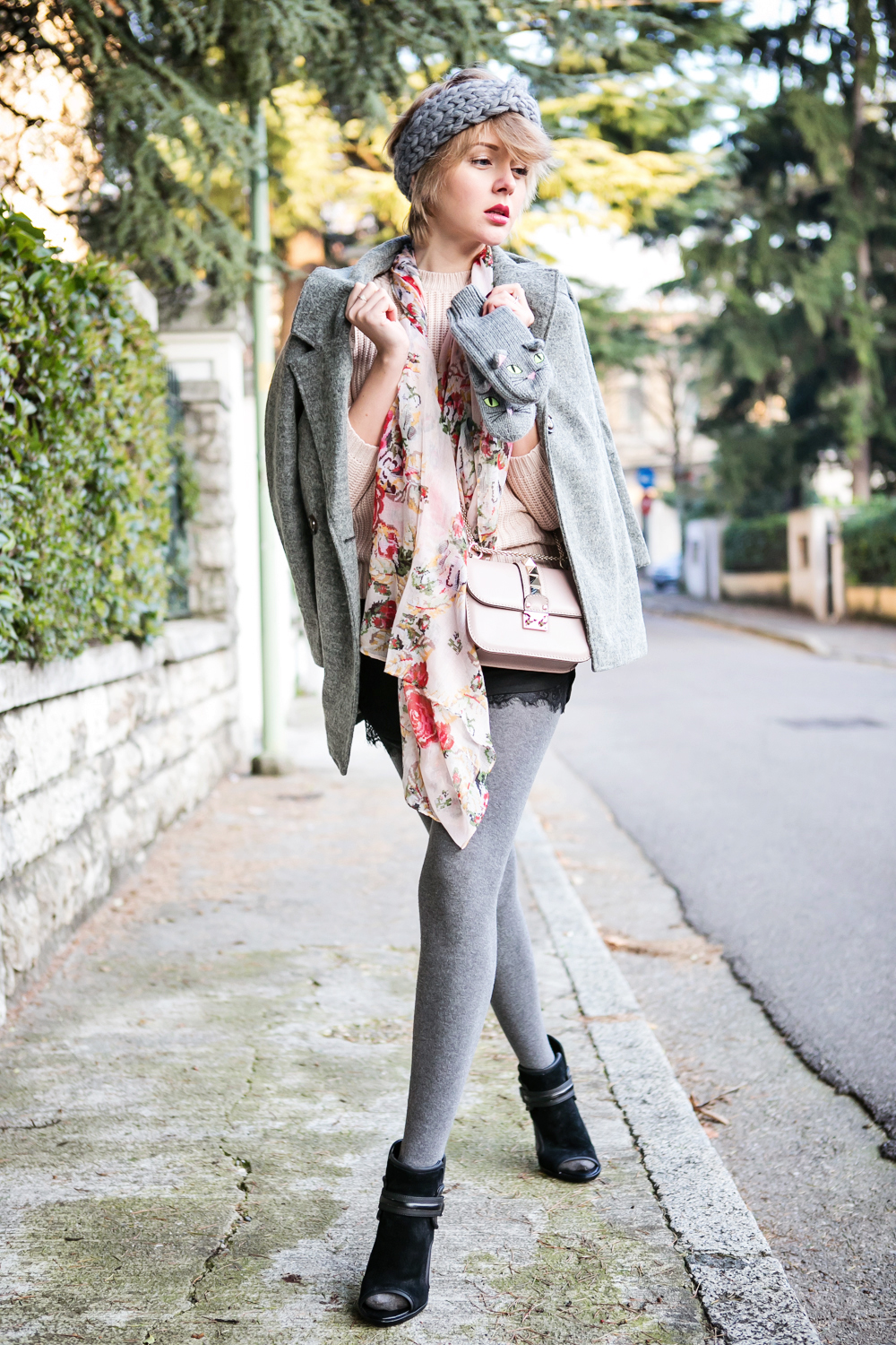 darya kamalova thecablook fashion blog russian blogger italy moda street style pixie short hair fashion blogger zara sweater lace shorts cat mittens kitten sam edelman sheinside grey coat revolve clothing valentino studded rose rock bag_-36 copy