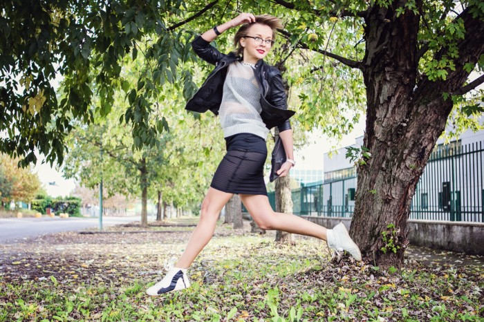 darya kamalova thecablook fashion blog street style outfit ootd pixie short hair russian blogger italy asos skirt casual chic leather bra be and d heel sneakers leather biler jacket vlieger vandam clutch-2 copy копия