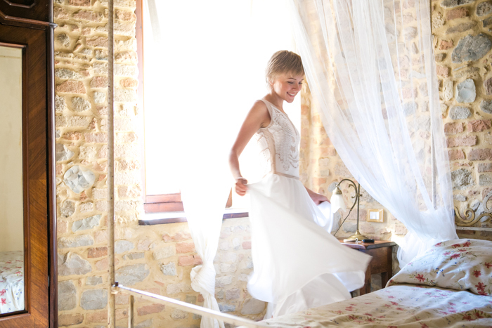 thecablook darya kamalova fashion blog street  style castello antico borgo di tabiano chicwish white dress pixie haircut short hair blonde castle daylight romantic-27