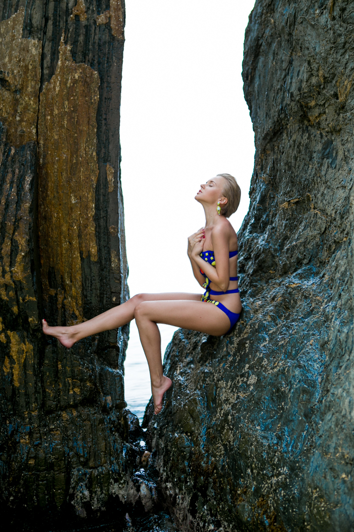 thecablook darya kamalova fashion blog street style monterosso al mare cinqueterre asos swimming suit beach shooting pixie pixie haircut blonde-56