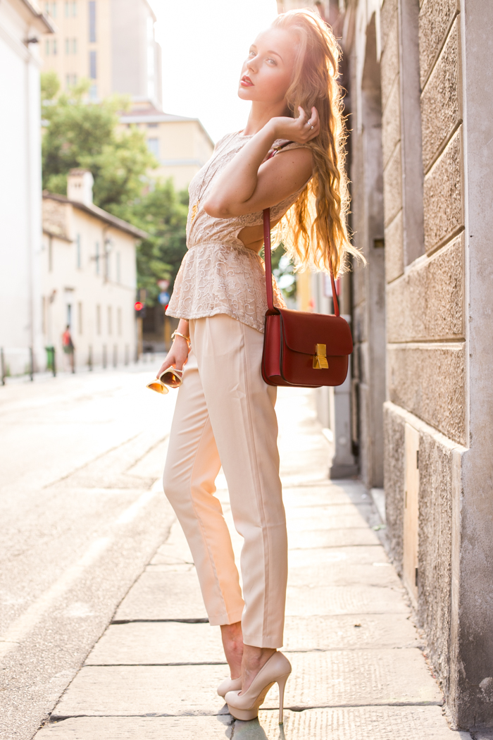 thecablook darya kamalova fashion blog street style vj style pants beige nude axparis top bared back celine classic box red bag le silla heels thallo leaf necklace-9