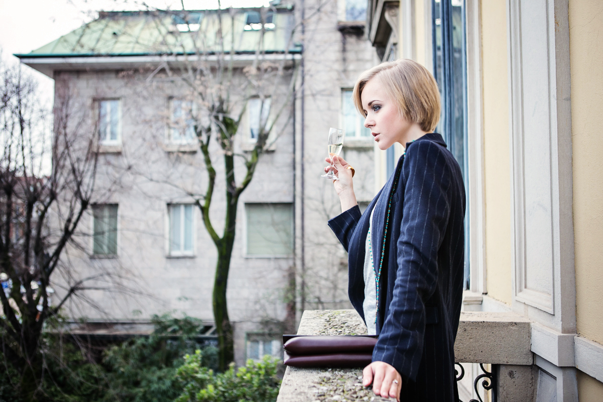 1thecablook darya kamalova russian italian fashion blogger blonde short hair pixie cut street style milan fashion week mfw aw14 15 ports show afterdrk first row zara coat casadei heels marni clutch malo presentation obika bar milano-15