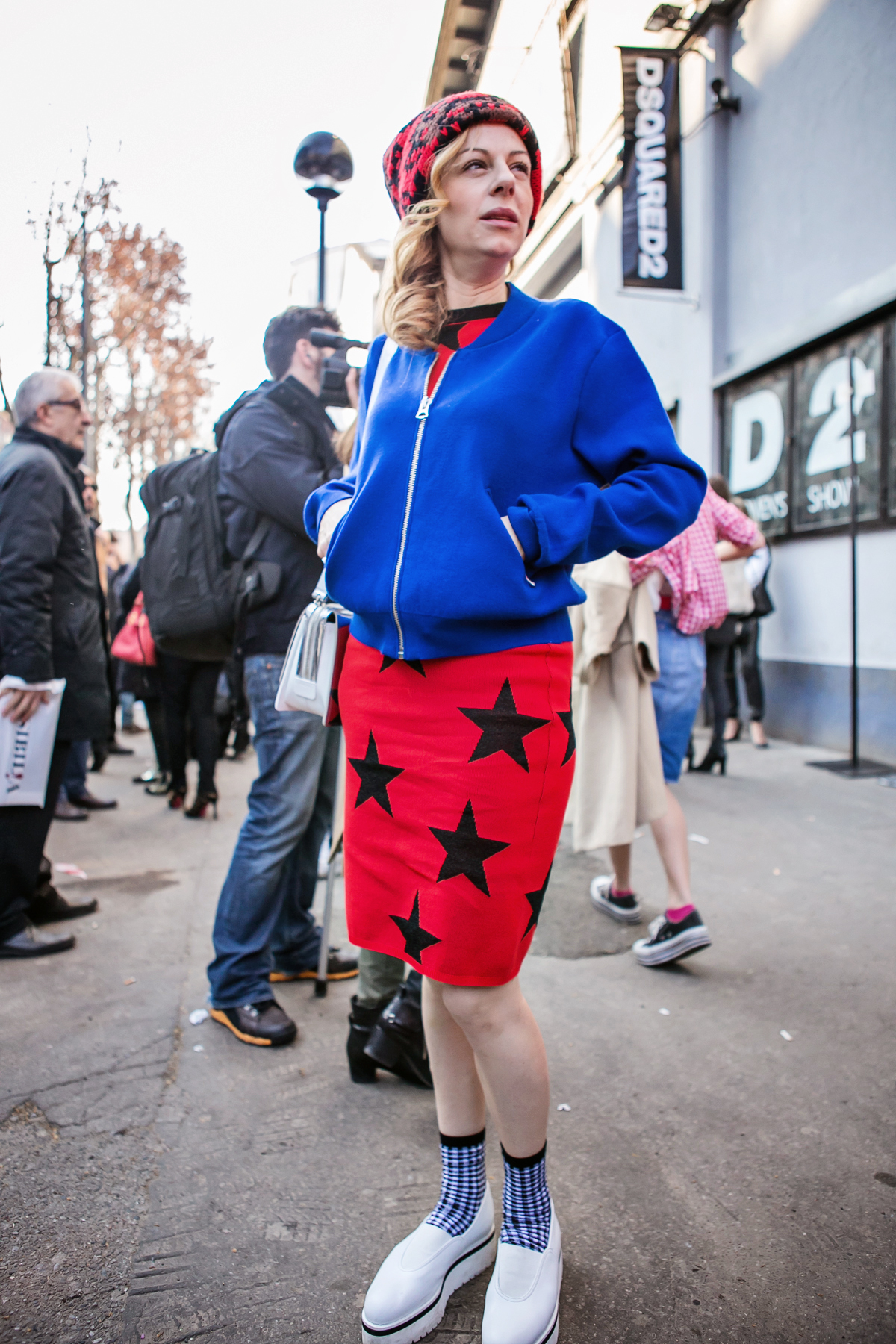 thecablook darya kamalova russian italian blogger street style short blonde hair mfw milan fashion dsquared fashion show celine classic box red leather asos pants zara crop top with belt black mules_-54