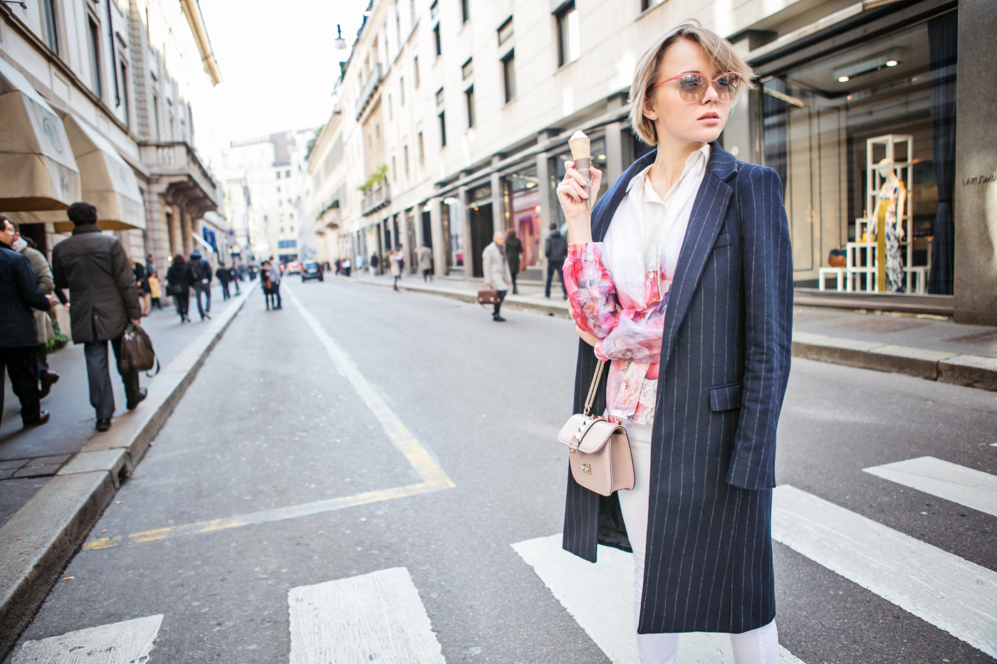 thecablook darya kamalova russian italian blogger street style short blonde hair mfw milan zara stripes coat valentino rock stud bag asos white jeans new balance trainers la rinascente terrazza aperol excelsior montenapoleone via duomo-26