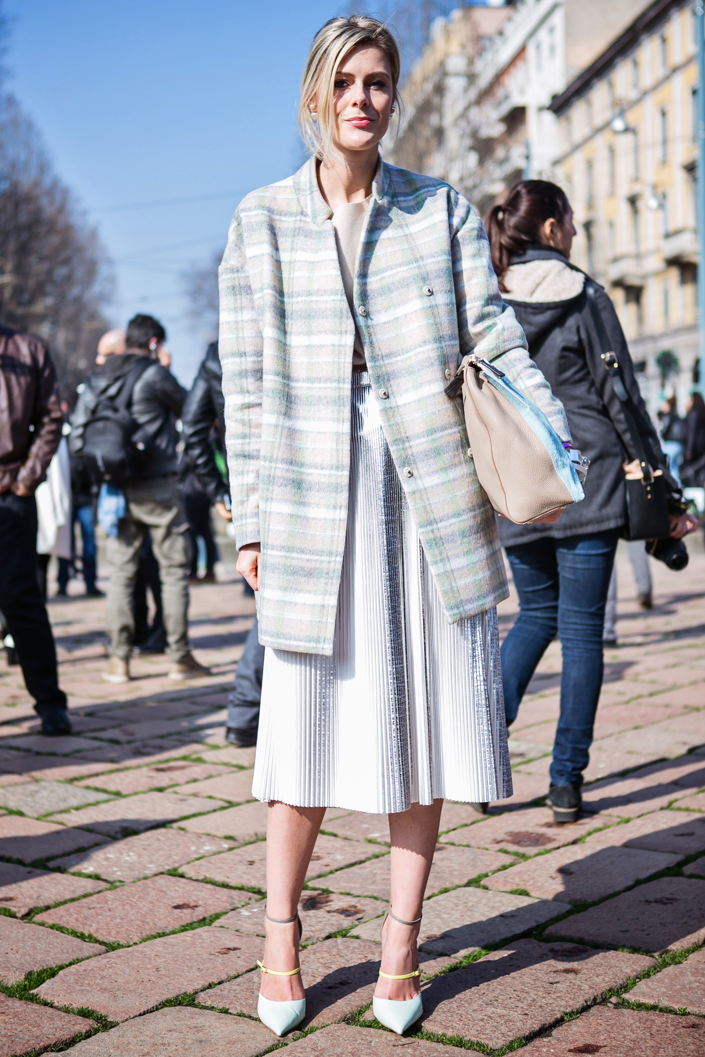 thecablook darya kamalova russian italian fashion blogger blonde short hair pixie cut street style whats inside you by eleonora carisi outfit asos long red coat steven heels shopbop milan fashion week aw14 15 arco della pace just cavalli-11 copy