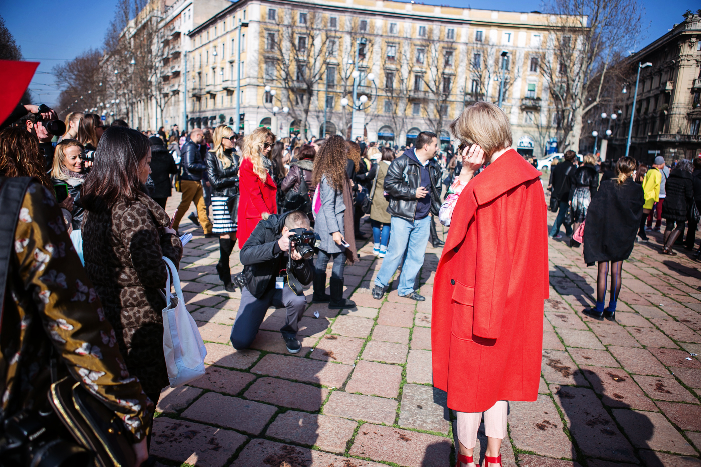 thecablook darya kamalova russian italian fashion blogger blonde short hair pixie cut street style whats inside you by eleonora carisi outfit asos long red coat steven heels shopbop milan fashion week aw14 15 arco della pace just cavalli-18 copy