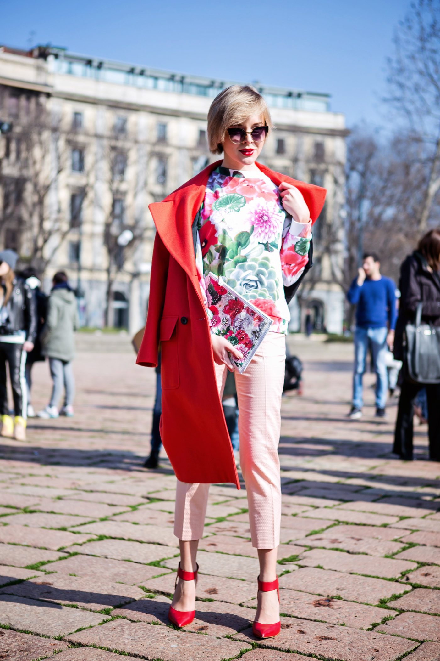 thecablook darya kamalova russian italian fashion blogger blonde short hair pixie cut street style whats inside you by eleonora carisi outfit asos long red coat steven heels shopbop milan fashion week aw14 15 arco della pace just cavalli-2 copy