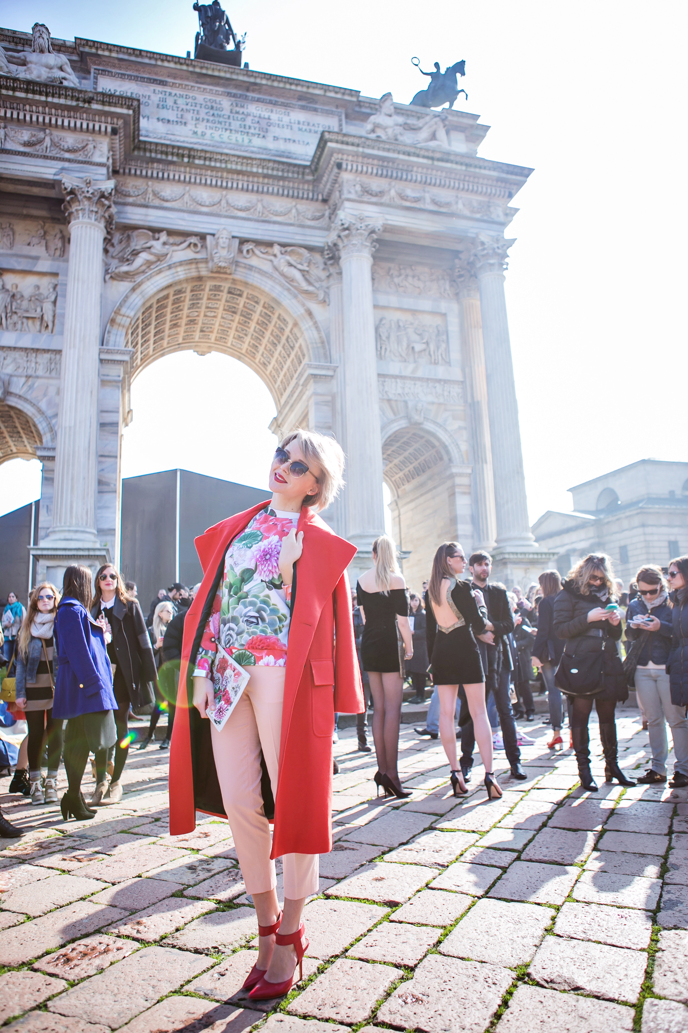thecablook darya kamalova russian italian fashion blogger blonde short hair pixie cut street style whats inside you by eleonora carisi outfit asos long red coat steven heels shopbop milan fashion week aw14 15 arco della pace just cavalli-24 copy