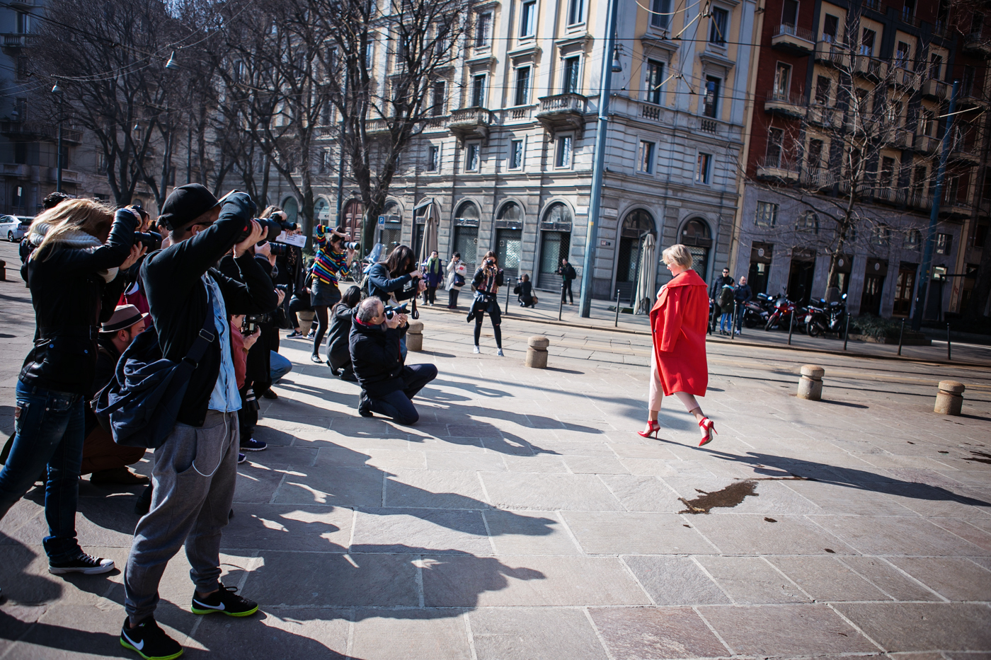 thecablook darya kamalova russian italian fashion blogger blonde short hair pixie cut street style whats inside you by eleonora carisi outfit asos long red coat steven heels shopbop milan fashion week aw14 15 arco della pace just cavalli-27 copy