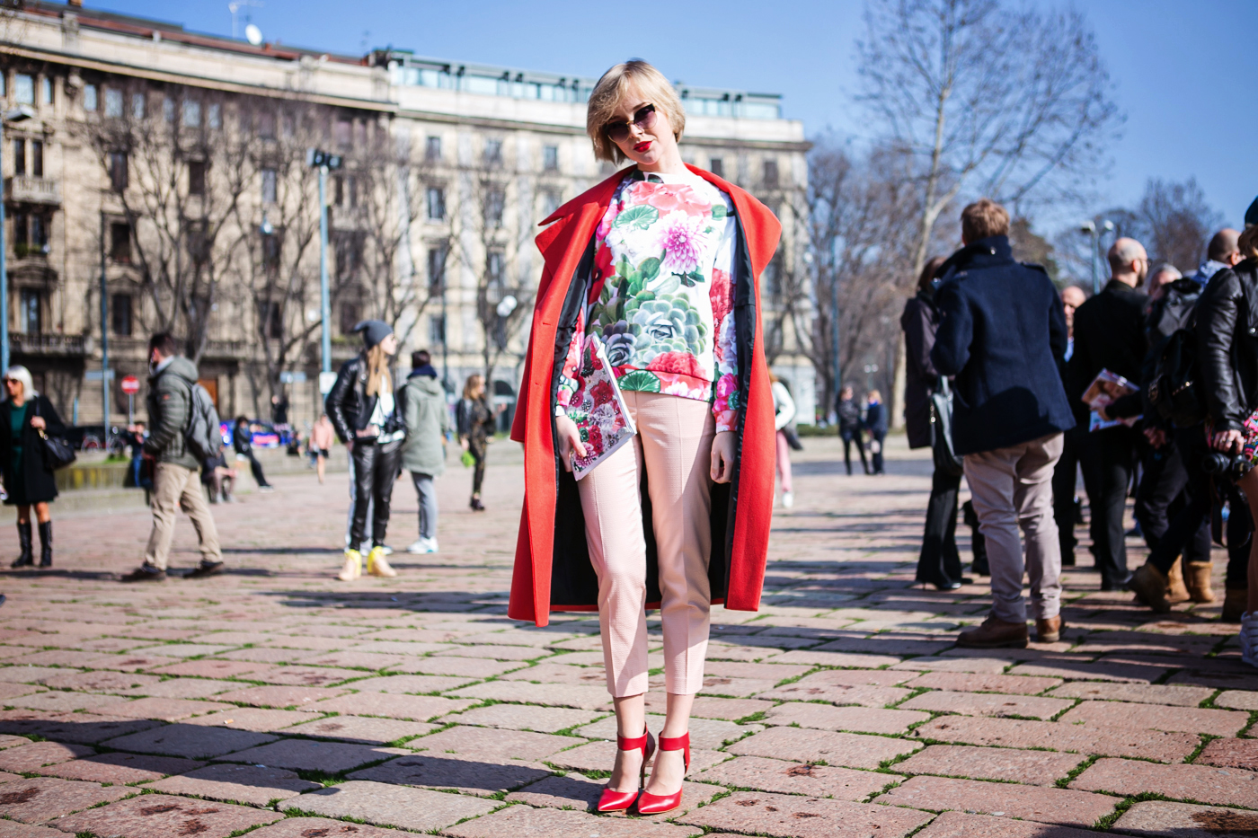 thecablook darya kamalova russian italian fashion blogger blonde short hair pixie cut street style whats inside you by eleonora carisi outfit asos long red coat steven heels shopbop milan fashion week aw14 15 arco della pace just cavalli-5 copy