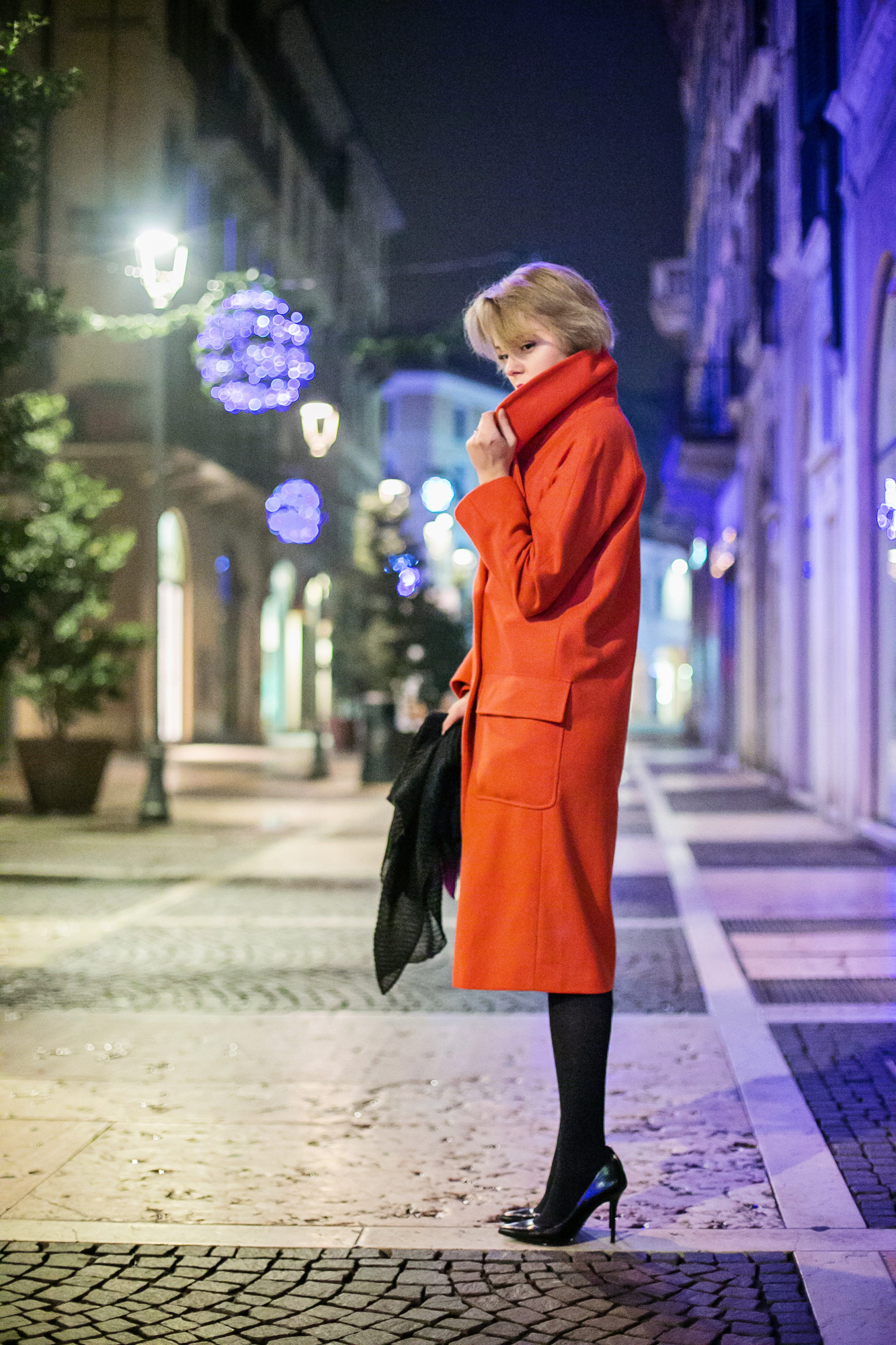darya kamalova thecablook russian italian fashion bogger street style trend high waist skirt big earings asos maison academia blouse dvf diane von furstenberg circle bag long red coat guess black heels-5 copy
