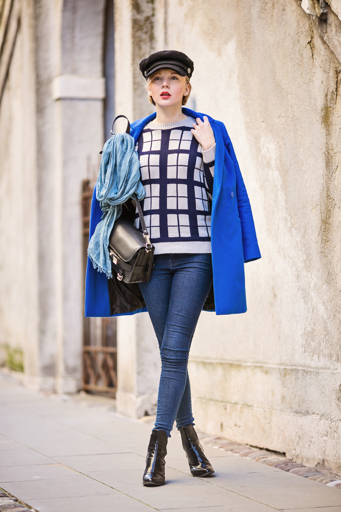 darya kamalova thecablook russian italian fashion bogger street style trend hm paris collection hat asos cobalt blue coat dr denim jeans ps11 proenza schouler bag bergamo cita alta centro storico italia italy-22 copy
