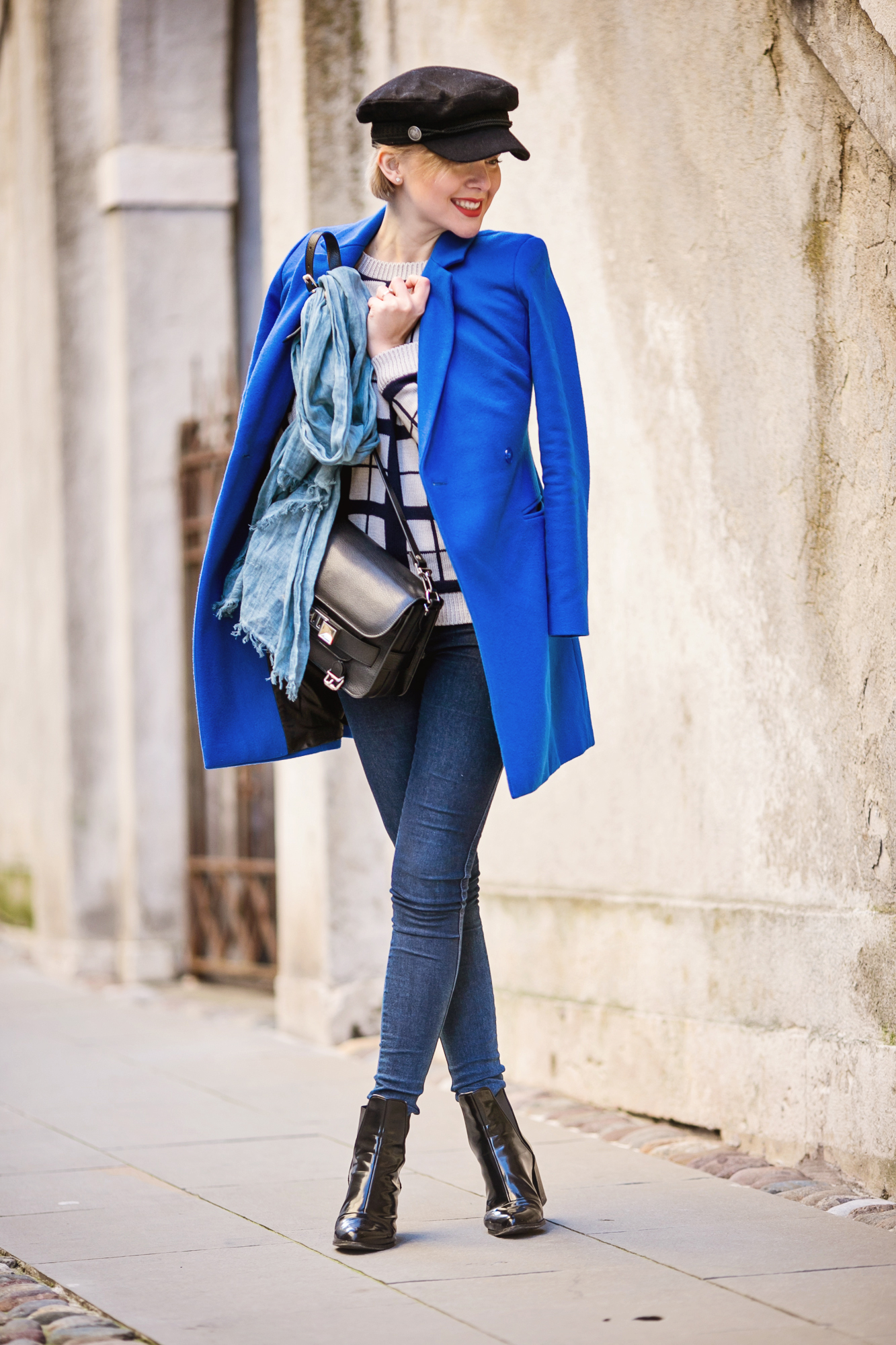 darya kamalova thecablook russian italian fashion bogger street style trend hm paris collection hat asos cobalt blue coat dr denim jeans ps11 proenza schouler bag bergamo cita alta centro storico italia italy-24 copy