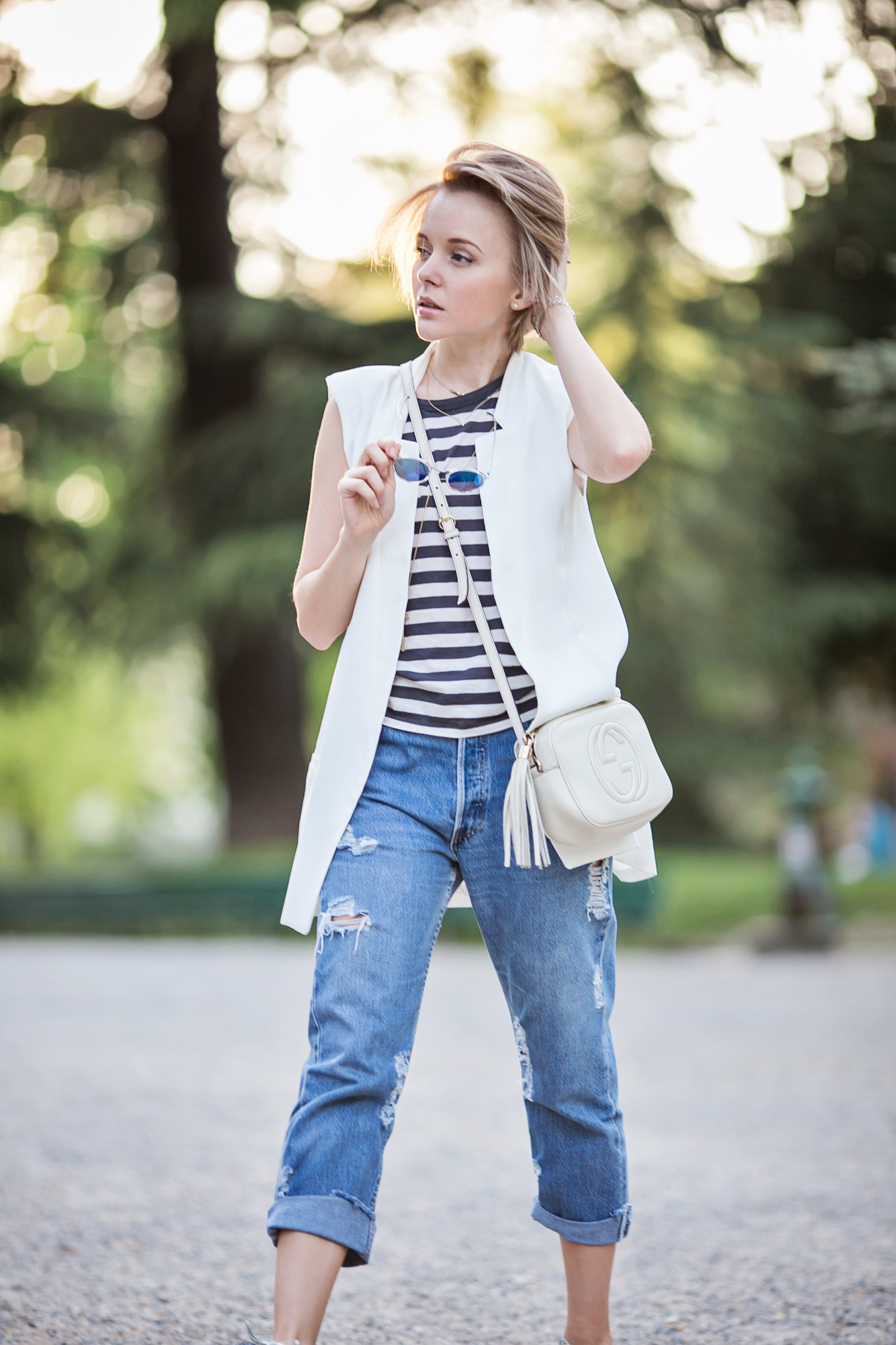 darya kamalova from thecablook com in milan for fuori salone 2014 wearing sleveless white vest jacket with boyfriend ripped jeans and gucci disco boho bag-22 copy