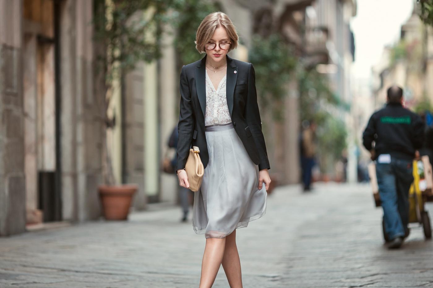 darya kamalova from thecablook com on lardini presentation in Milan and in attila showroom wearing lardini perfect black jacket with marni retro clutch and sophia webster kitten heels-22 copy