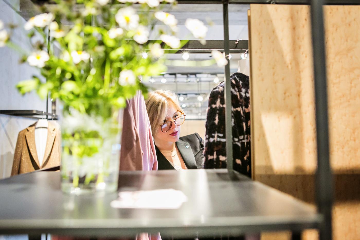 darya kamalova from thecablook com on lardini presentation in Milan and in attila showroom wearing lardini perfect black jacket with marni retro clutch and sophia webster kitten heels-8