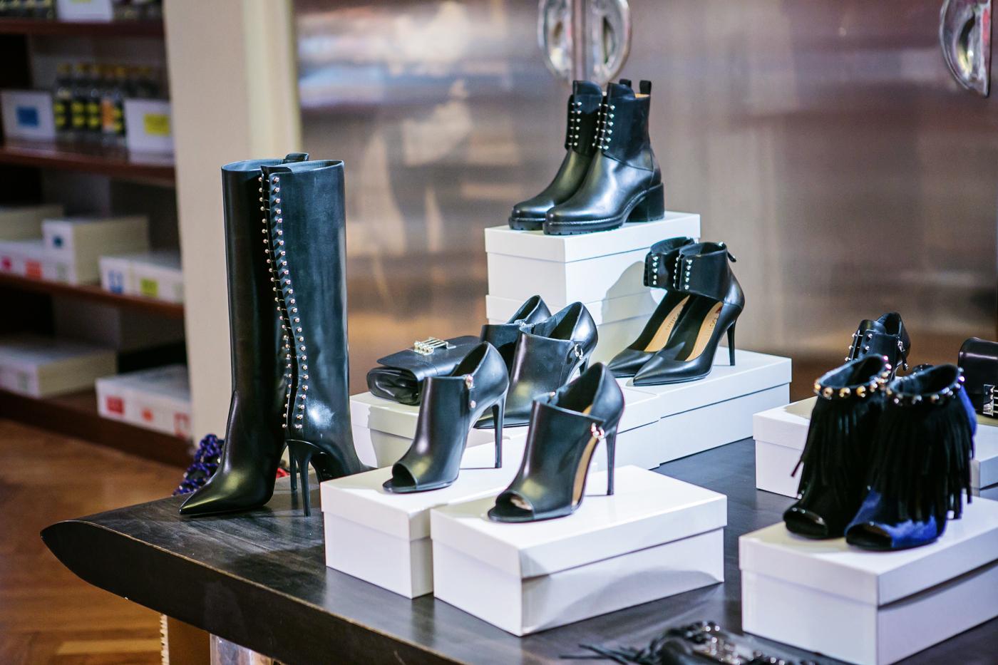 darya kamalova from thecablook com on lardini presentation in Milan and in attila showroom wearing lardini perfect black jacket with marni retro clutch and sophia webster kitten heels-86