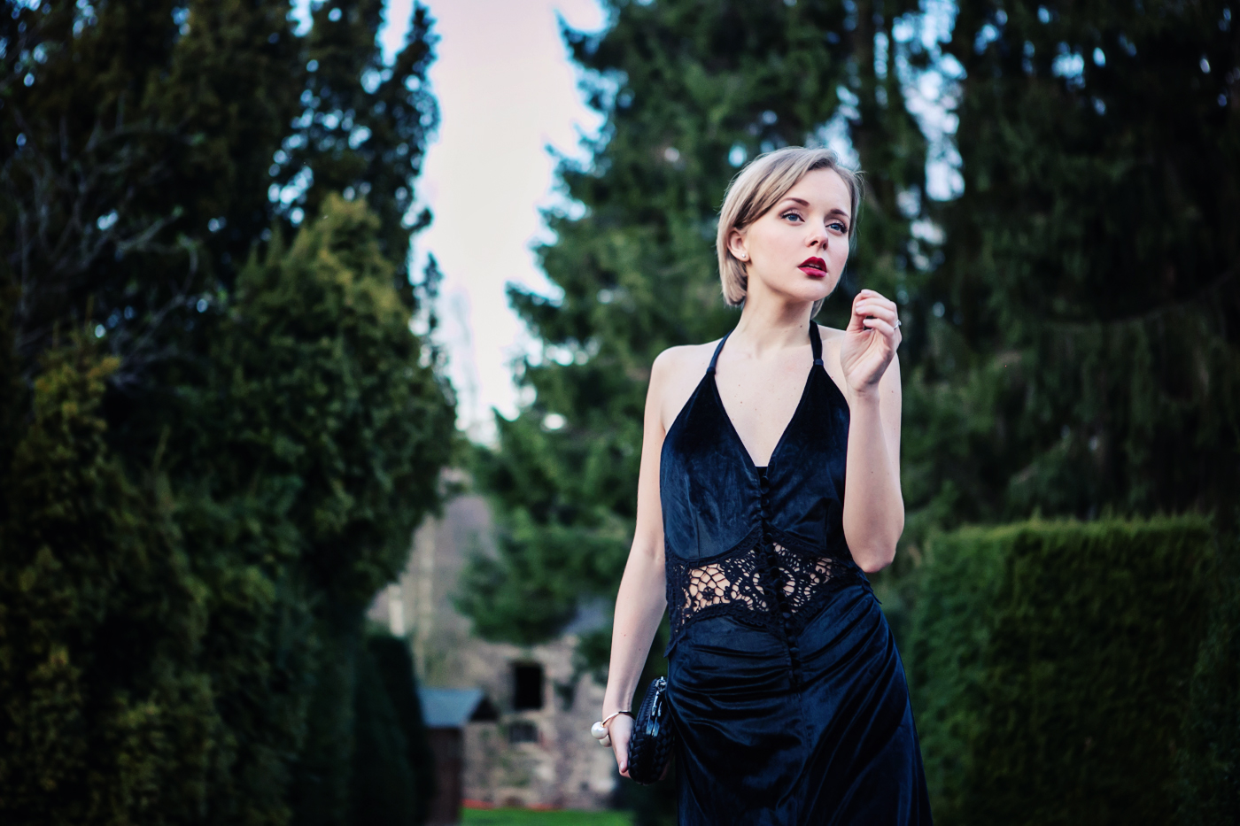 darya kamalova from thecablook com on the wedding in belgium wearing a maxi black dress from jarlo and bottega veneta knot black klutch with zara pearls bracelet_-31 copy