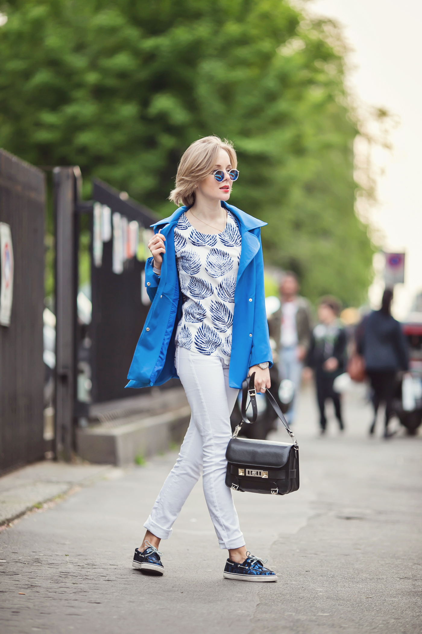 darya kamalova from thecablook com in milan for fuori salone 2014 salone del mobile wears proenza schouler ps11 bag with asos white jeans and sperry topsiders-32 copy