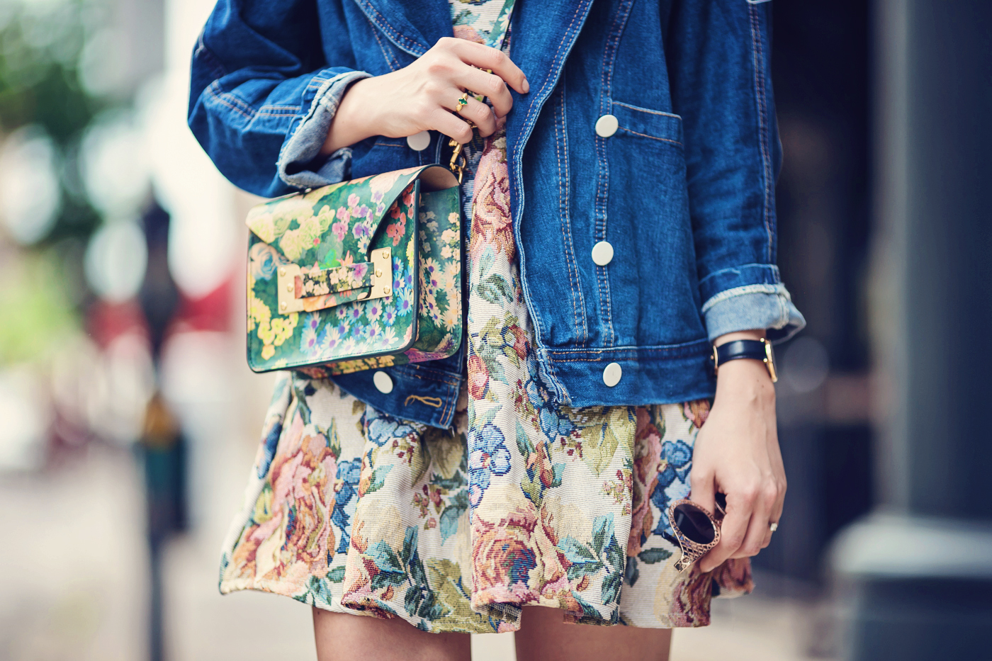 darya kamalova a fashion blogger from thecablook is wearing chicwish dress with denim boyfriend jacket and gold espadrilles with sophie hulme flower bag-49