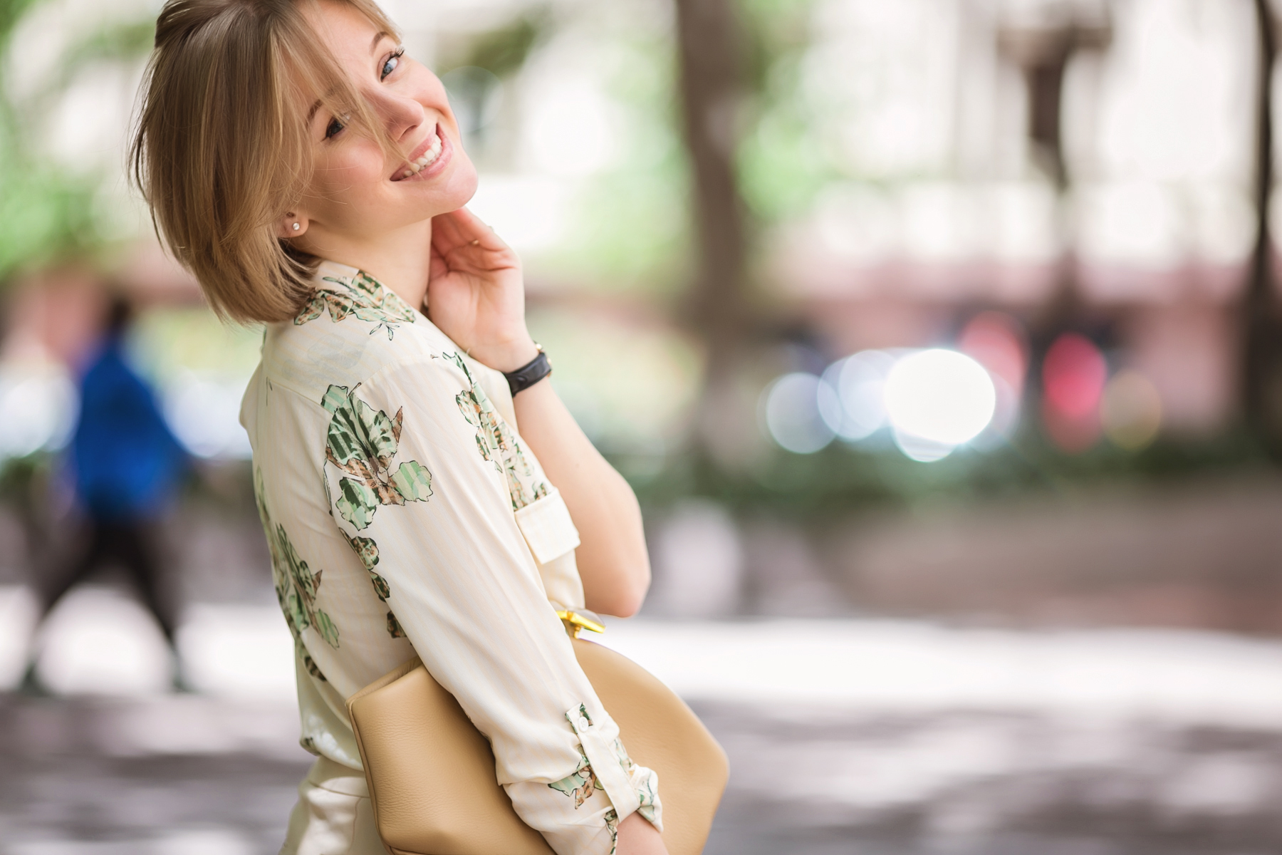 darya kamalova from thecablook in dallas texas is wearing beige pants and beige shirt with green leaves with marni retro ctutch and asos handmade sunglasses-29