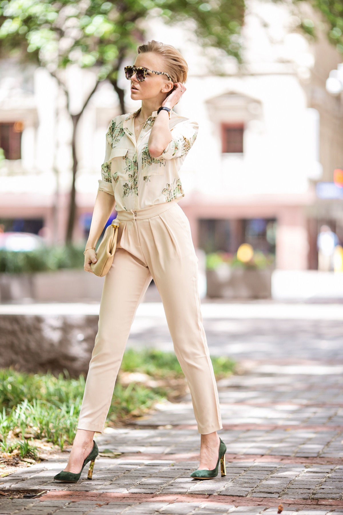 darya kamalova from thecablook in dallas texas is wearing beige pants and beige shirt with green leaves with marni retro ctutch and asos handmade sunglasses-37